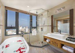 best hotel in danang bathroom