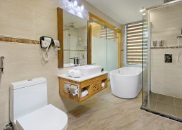 4 star hotel danang bathroom