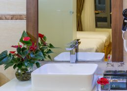 4 star hotel danang bathroom deluxe twin room