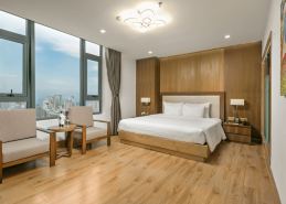 deluxe king room da nang accommodation