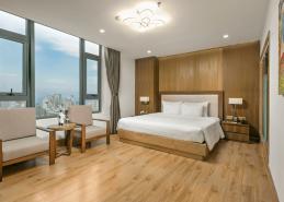 deluxe king room da nang accommodation