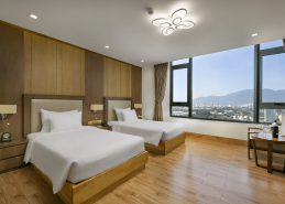 best hotel in danang deluxe king room