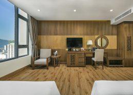 deluxe king room best da nang accommodation