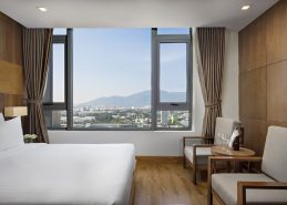 deluxe king room best hotel in danang