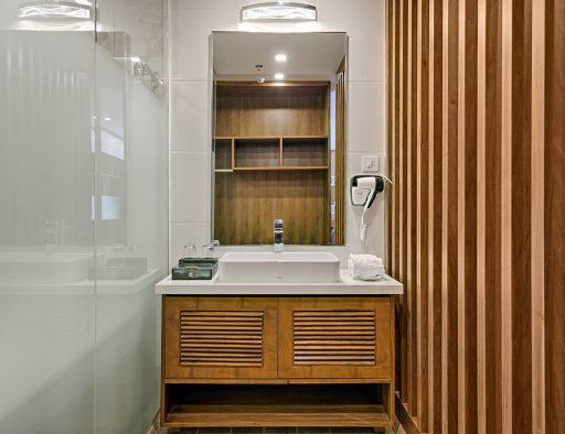 4 star hotel in da nang penthouse bathroom